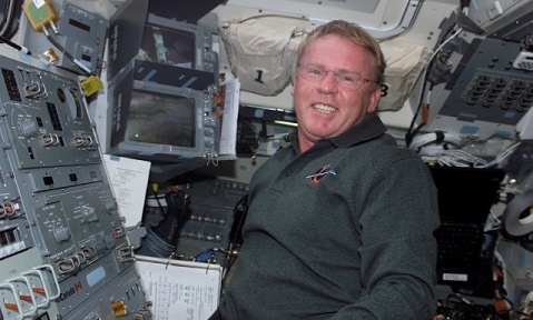 Andy Thomas aboard Discovery on STS-114. Credit: NASA